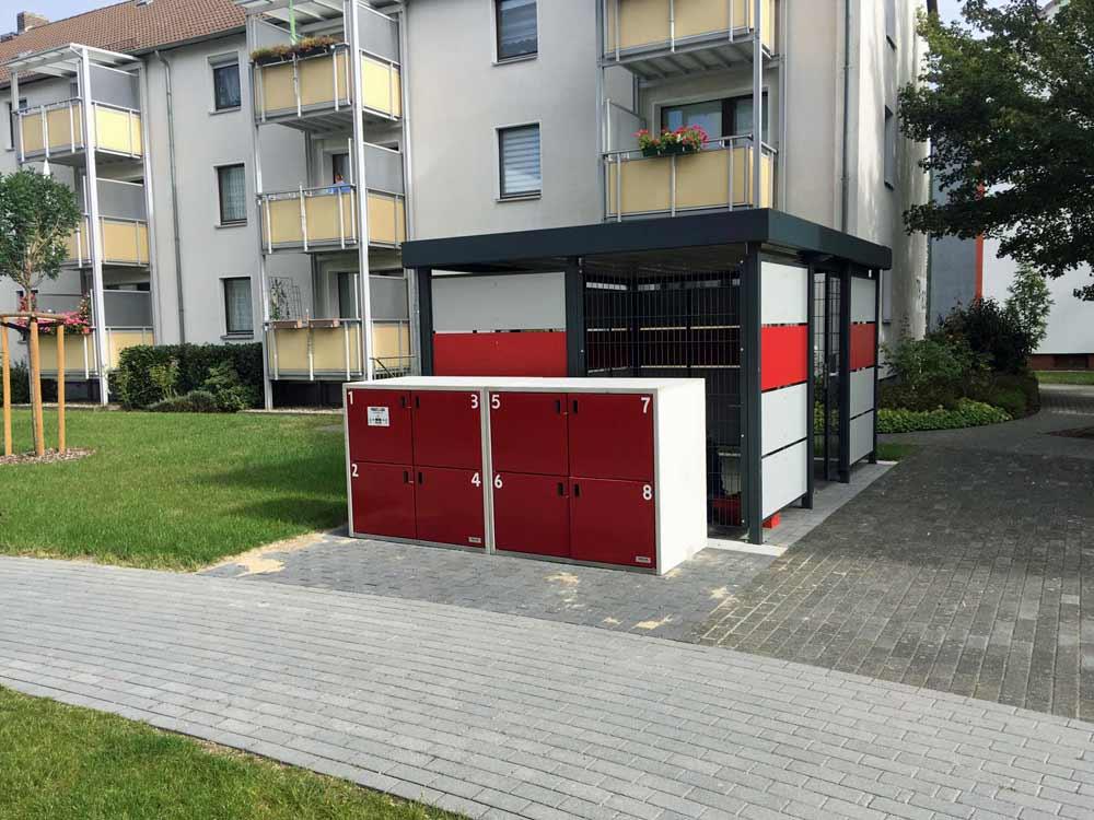 Paketstation vor der Garageneinfahrt
